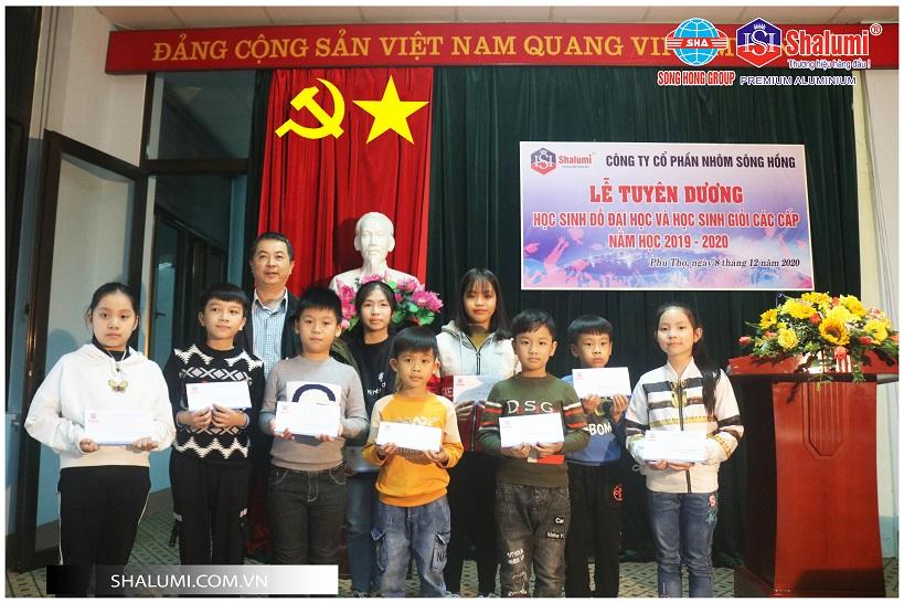 Công ty cổ phần nhôm Sông Hồng tổ chức lễ tuyên dương học sinh giỏi năm học 2019-2020